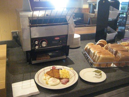 Premier Inn Carrickfergus Hotel: Toast station!