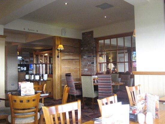 Premier Inn Carrickfergus Hotel: Breakfast room