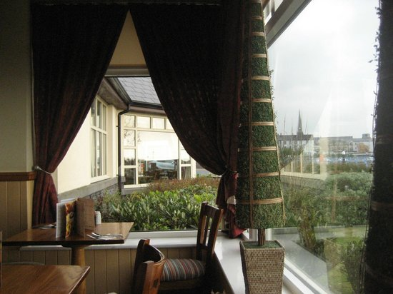 Premier Inn Carrickfergus Hotel: Bay window