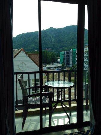 The Blue Pearl Kata Hotel: Balcón con vista a la montaña ! Pidan piso alto !