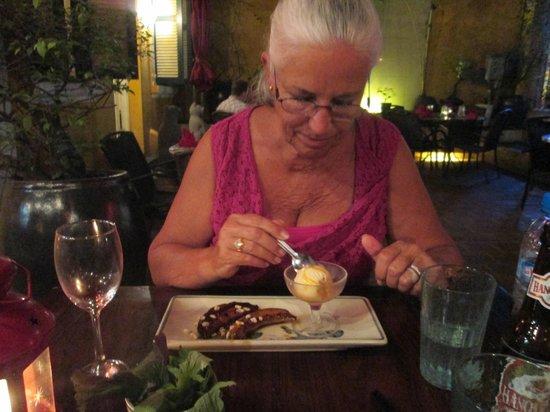 Madame Hien Restaurant: banana flam