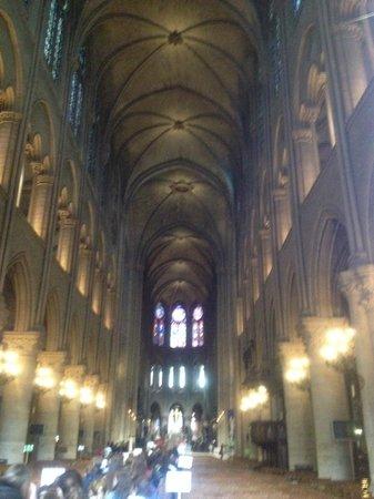 Cathédrale Notre-Dame de Paris : La navata centrale