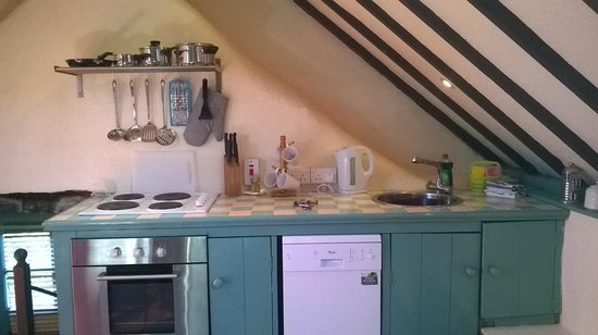 Grove House and Courtyard Cottages : kitchen