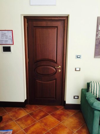 Hotel Residenza Petra : looking out through the door