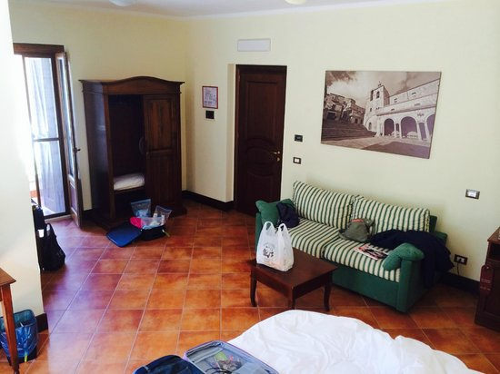 Hotel Residenza Petra : big room with couch