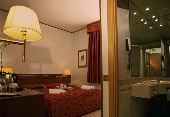 Augustus Hotel: CAMERA
