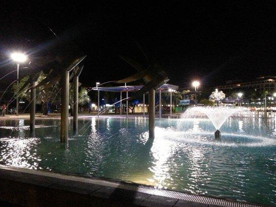 Esplanade Boardwalk : Lagoon pool at night