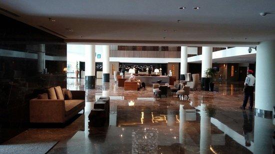 Renaissance Johor Bahru Hotel: Hotel lobby