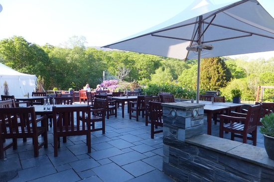 Aberdunant Hall Holiday Park & Hotel: patio area with great views.