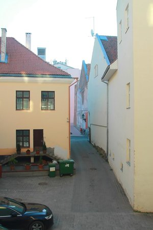 Hotel Draakon: Parking / courtyard