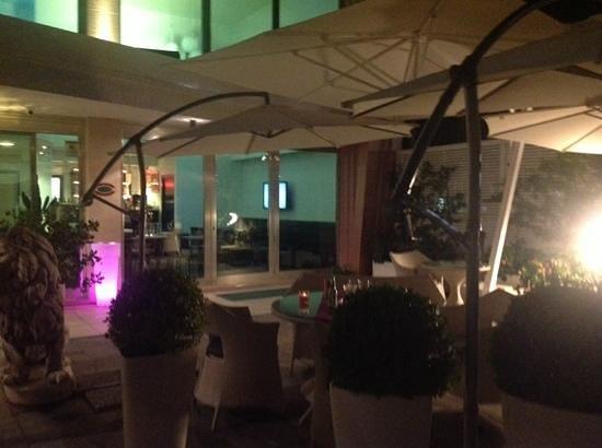 JC Contemporary Hotel : terrasse exterieure