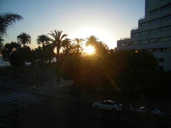 Hotel Shangri-La Santa Monica: View from 3rd floor room on Arizona avenue