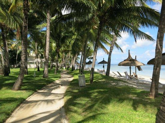 Sugar Beach Mauritius : Grounds at Sugar Beach Resort