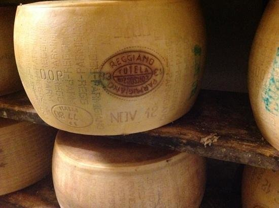 Discover with Laura - Food Tours in Parma : cheese farm