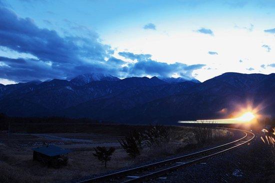 Scenic Railway: 暮れる南アルプス