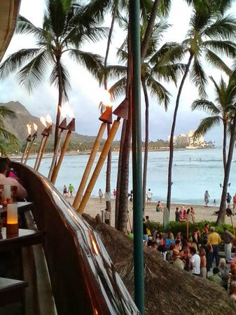 Outrigger Waikiki Beach Resort : view from Hula Grill