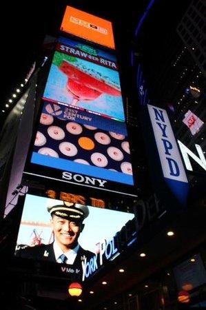 New York City Photo Safari : Lights in Times Square.