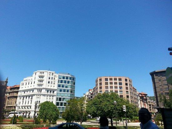 Plaza Moyua: Square