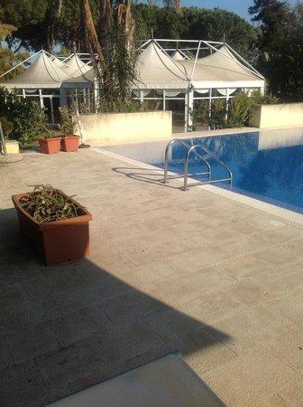 Hotel Caiammari: Grotty mouldy pool area