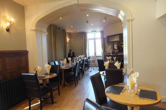 Aberdunant Hall Holiday Park & Hotel: bistro area