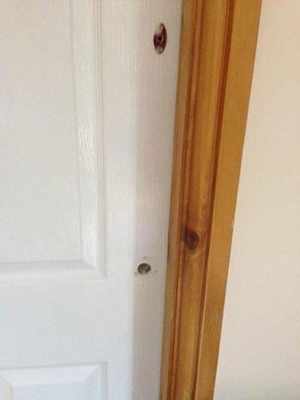 Glen Mhor Hotel & Apartments: Unfinished door handles