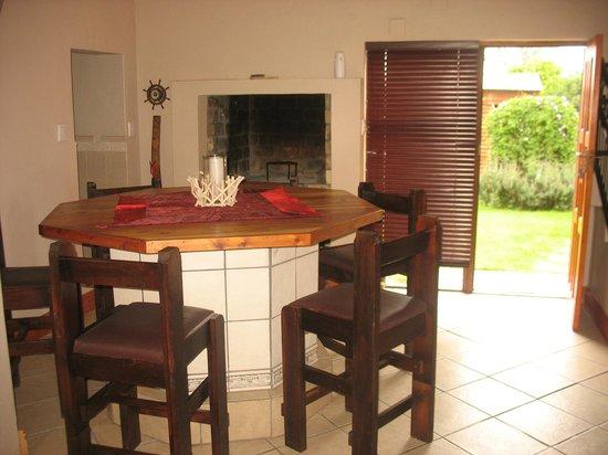 Raston Guest House : Apartment 7 Indoor braai facility