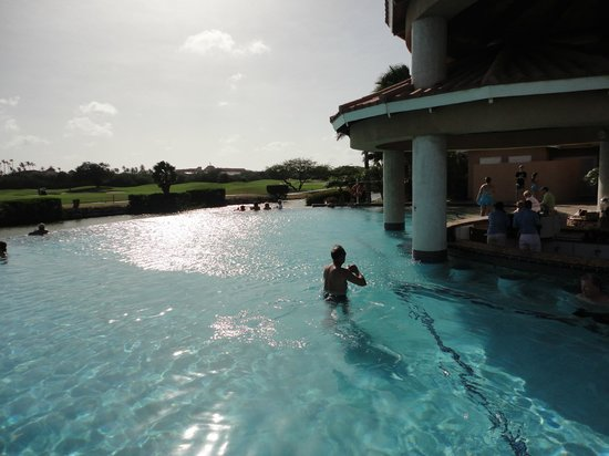 Divi Village Golf and Beach Resort: Infinity pool