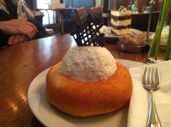 Callas Café & Restaurant : Pastel con mousse de limon
