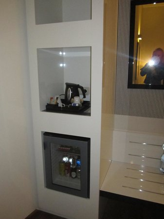 Holiday Inn Genoa City: kącik z czajnikiem elektrycznym