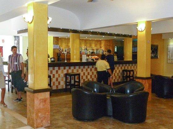 Viva Wyndham Azteca: Bar lobby