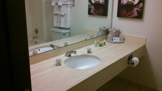 The D Casino Hotel Las Vegas: bathroom