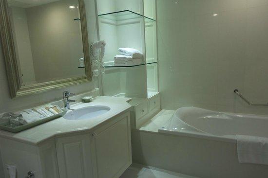 Grande Centre Point Hotel Ratchadamri : bathroom