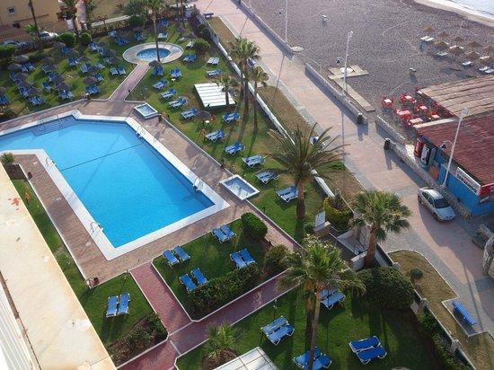 Tryp Malaga Guadalmar Hotel : piscine+plage vue du 8 eme etage