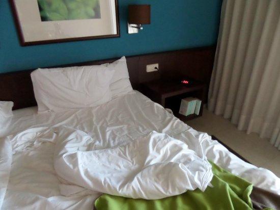 Now Larimar Punta Cana: la chambre, pas encore faite, 18h passés