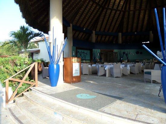 Now Larimar Punta Cana: Restaurant en bord de plage - Attention, réservé Préféred club !!