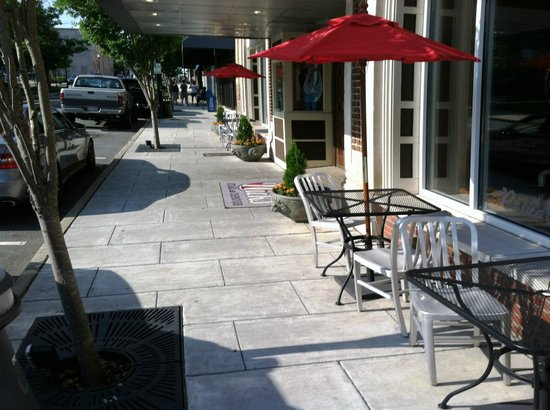 Nick's Steak and Tap House : Outside casual seating
