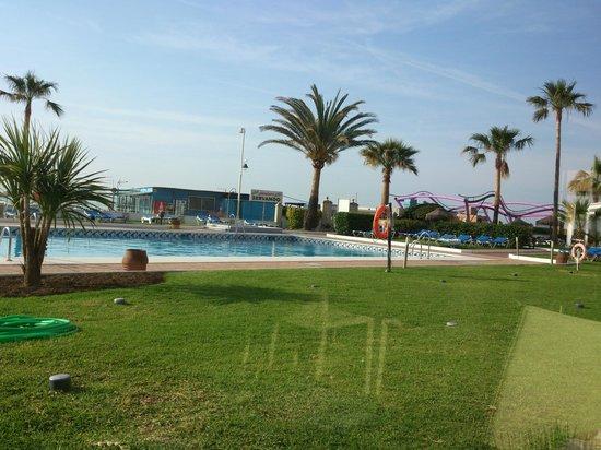 Tryp Malaga Guadalmar Hotel : la piscine vue du restau