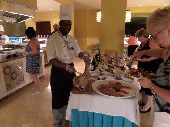 Now Larimar Punta Cana: Un buffet royal - ce soir là, thème mexicain