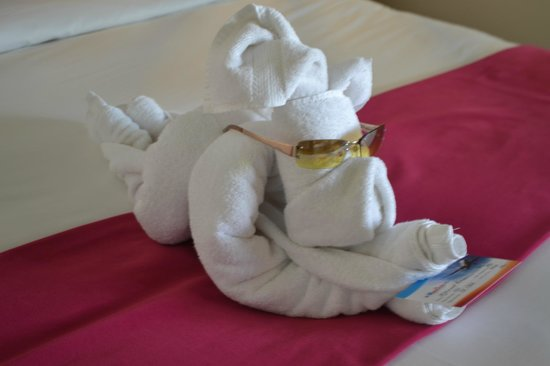 LUX* Belle Mare: what a art KHAM made it with 2 towel :-)