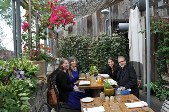 Terrain Garden Cafe : Guests enjoying a wonderful lunch!