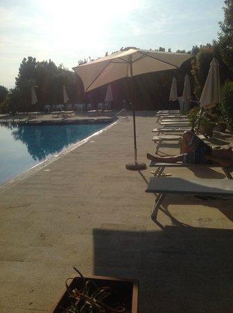 Hotel Caiammari: broken umbrellas