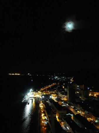 Four Points by Sheraton Sandakan : Sandakan by night.
