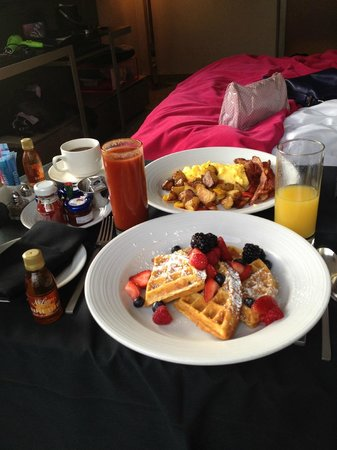 W New York - Times Square: Breakfast