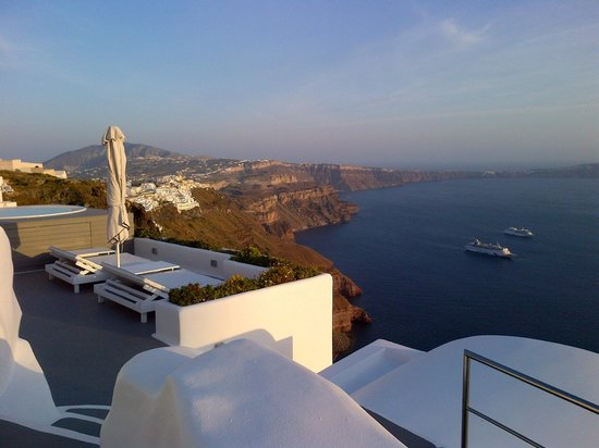 Chromata Hotel: View from the room, looking towards Fira