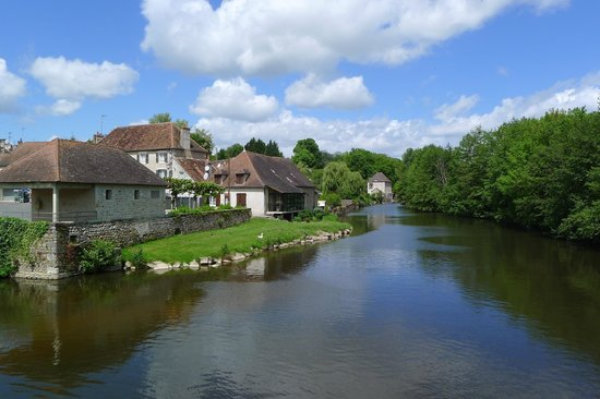 Le Logis Bed and Breakfast : La Trimouille walk