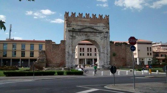 Arco d'Augusto : Arco romano e giardini