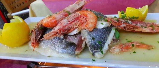 Last Paradise Bar & Restaurant : my favourite fresh fish platter to share... yummy!!