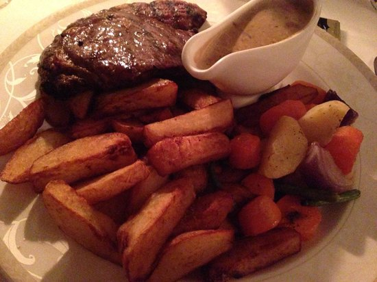 The Sandhurst: Steak and chips with Dianne sauce