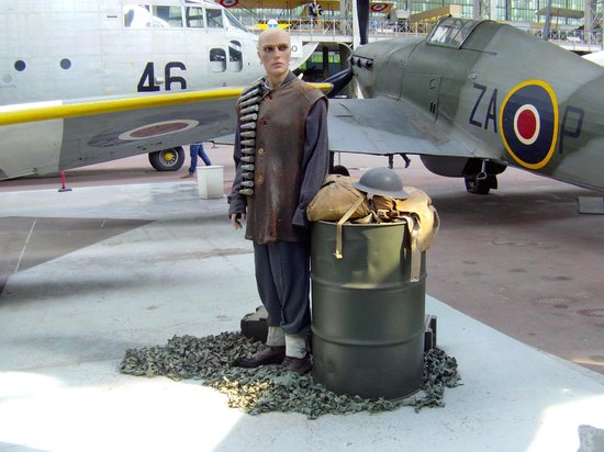 Musée royal de l'armée et de l'histoire militaire : Pilote