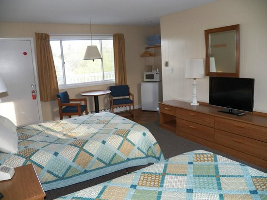 The Coast Village Inn & Cottages : Double Room